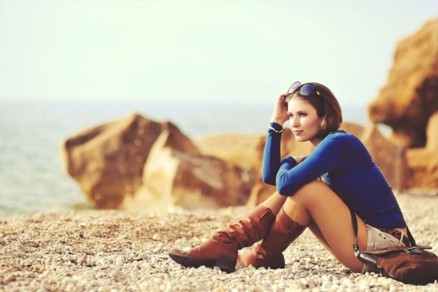 fashion_sit-beauty-on-beach_134K[1]