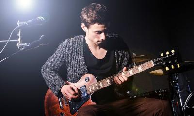 music_rocker-and-guitarist_351K[1]