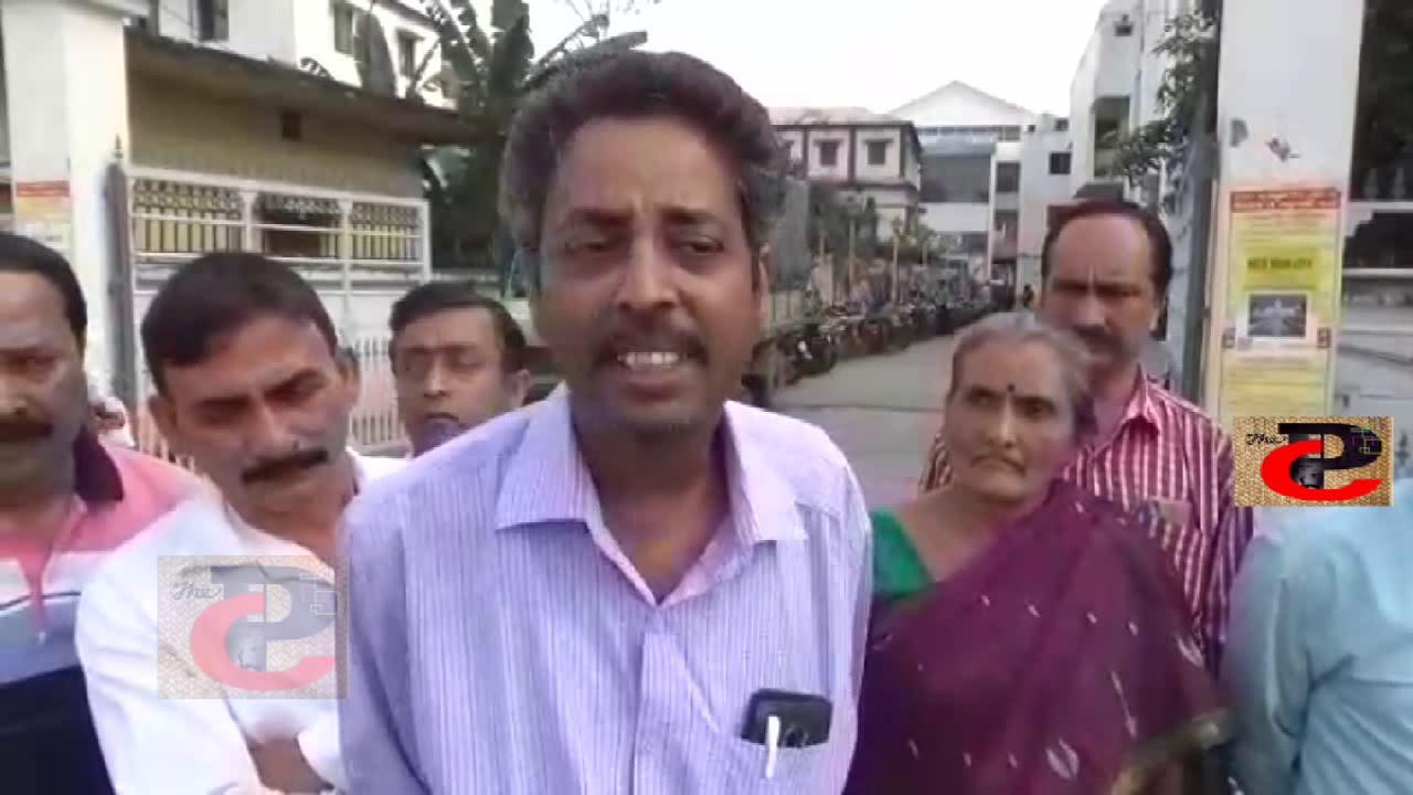 আগরতলা পুরসভা থেকে ১৯৯৩ সালে ছাঁটাই কর্মীরা  সরকারি চাকরির দাবি করছেন