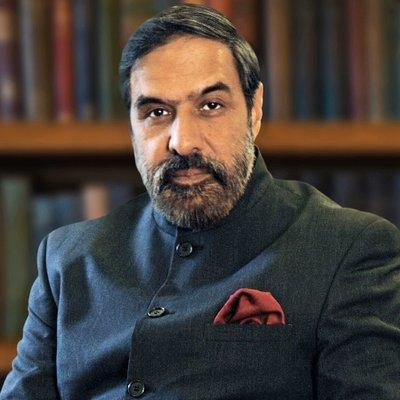 'Frivolous', Cong hits back at FM on Rahul, Sonia jibe